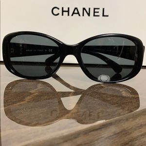 CHANEL Quilted CC Logo Sunglasses-5189